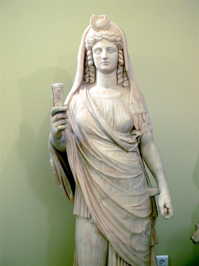 Ägyptisch, griechisch, römische Göttin Isis. Namensgeberin für viele Illuminati-Unternehmungen. Zum Beispiel die Schutzstaffel SS, die Fake-Weltraumstation ISS, USS (United States Ship, Schiffsname der US-Navy), die Terrorgruppen ISIS und IS.