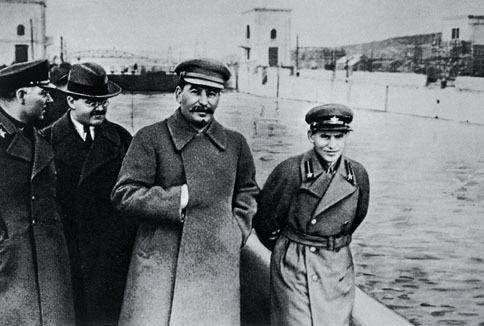 """1878-1953 Freimaurer und Jude Iosseb Bessarionis dse Dschugaschwili (Stalin). Diktator der Sowjetunion. Sein Name heißt auf georgisch """"Sohn des Juden"""", Dschuga (Jude) und schwili (Sohn des)."""