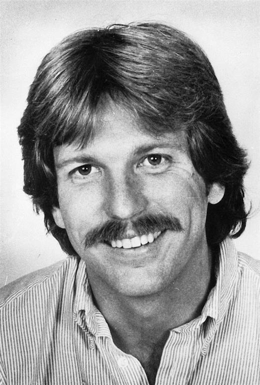 1955-2004 Verschwörungstheoretiker Gary Webb (Selbstmord durch zwei Kopfschüsse)