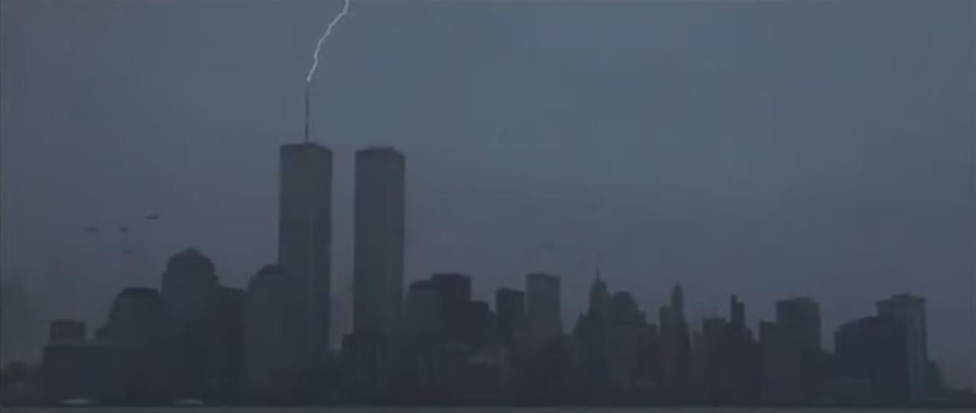 1998 - Im Spielfilm Godzilla fliegen mehrere Hubschrauber auf das World Trade Center zu. Gleichzeitig schlägt ein Blitz ein.