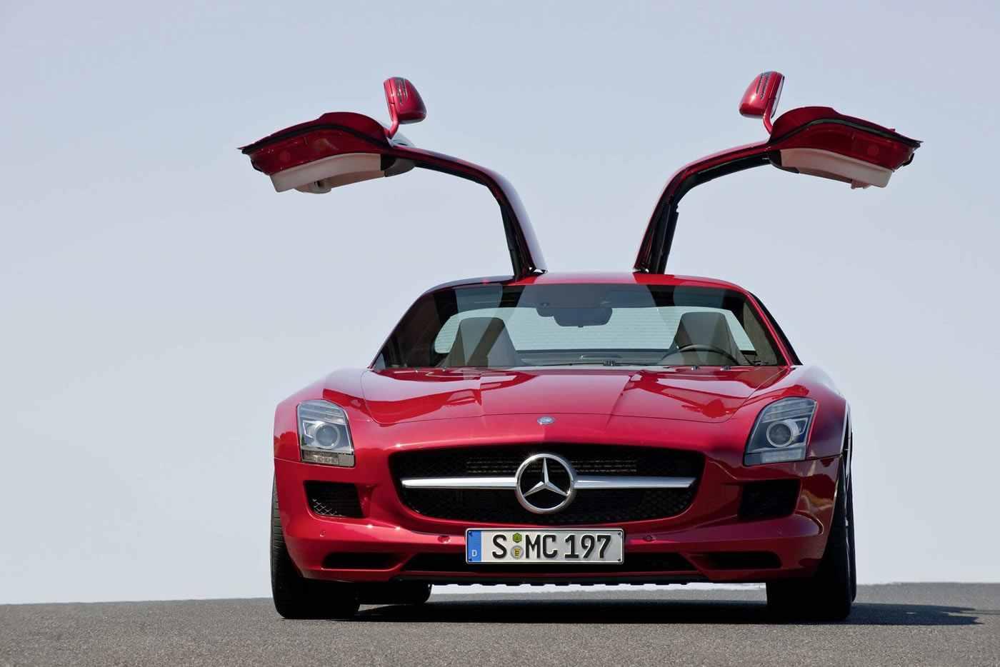 Mercedes (lat., Löhne!) von merces (Lohn). Stimmt, diese Autos hatten schon immer ihren Preis