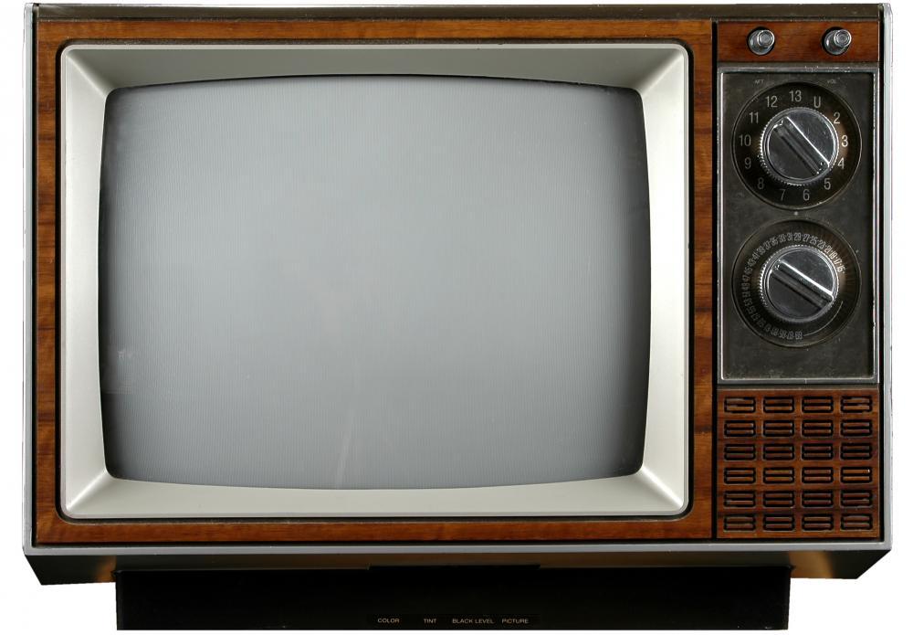 Television - 'tele' oder 'telum' (lat., Fernwaffe, die Wurfgeschosse) und 'visio' (Erscheinung, Abbild). Also Fernwaffen-Erscheinung. Andere sagen, das Gerät heiße eigentlich Elektro-Heim-Synagoge