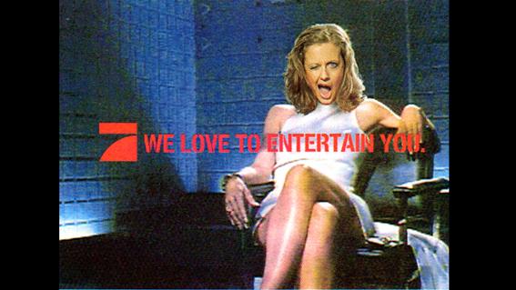 We love to entertain you - Werbespruch des Fernsehsenders Pro7 (Wir lieben es, euch zu unterdrücken). Hier auch mit dem Allsehenden Auge