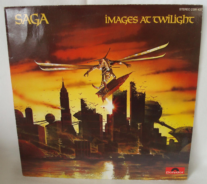 1979 - Cover des Albums Images at Twilight (Bilder während der Dämmerung) der Musikband Saga. Ein Flugdrache zerstört unter anderem die Zwillingstürme in einem futuristischen New York.