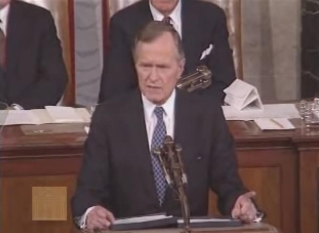 1991 - Der Präsident Georg W. Bush bei seiner bekannten Rede vor dem Congress mit dem Titel 'Toward a New Word Order' (Zu einer neuen Weltordnung). Sie fand auf den Tag genau 10 Jahre (11. Sept. 1991) vor den Anschlägen statt.