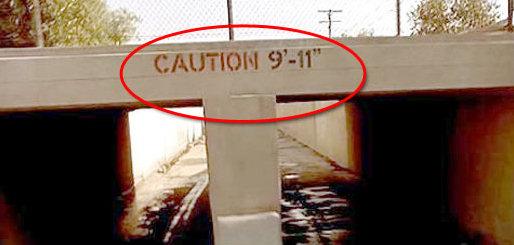 1991 - Terminator 2 Judgement Day - Ein Lkw zerschellt an einer Brücke mit der Aufschrift Achtung 9 - 11. Und da in dem Film der Termin mit dem Tag genannt wird, heißt der Film folglich Terminator - Tag der Abrechnung.