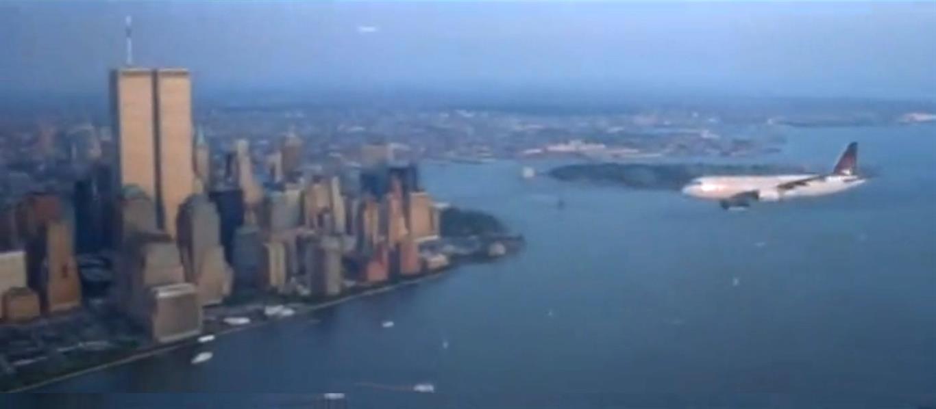 """1999 - Pushing Tin. Im Intro dieses Filmes sieht man ein Passagierflugzeug an den Zwillingstürmen vorbei fliegen. In dem Spielfilm geht es um die Arbeit von Fluglotsen auf dem """"New York Terminal Radar Approach Control"""" Gelände."""