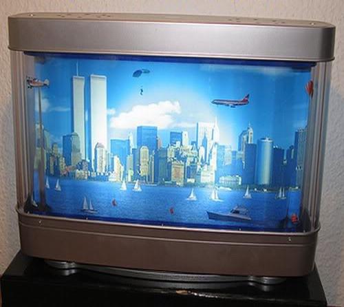 1999 kam eine Tischleuchte auf den amerikanischen Markt, bei der sich fliegende Objekte vor der New Yorker Skyline bewegen.