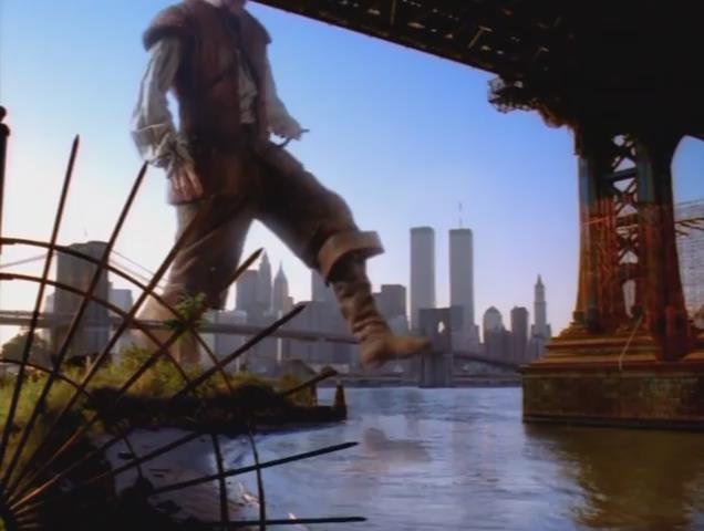 2000 - In der fünfteiligen amerikanischen Fantasy-Miniserie Das zehnte Königreich stapft im Intro der Serie ein Riese durchs Wasser. Als der Stiefel auftritt stürzen zeitgleich die beiden World Trade Center Türme im Hintergrund ein. Das Intro bekam sogar einen Emmy Award für das beste Titel-Design. Warum wohl?