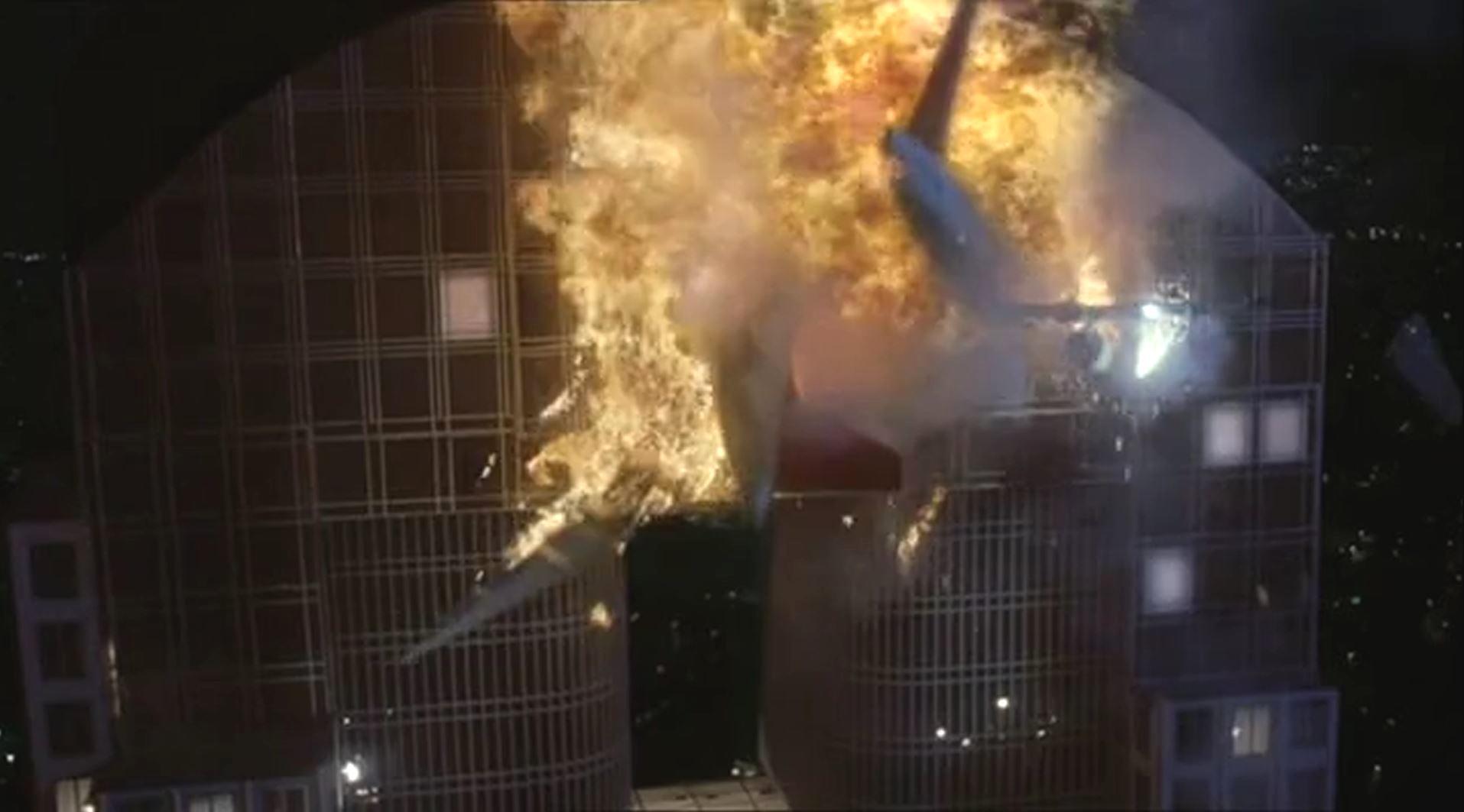 Katastrophenfilm Air Panic (engl. Titel Panic) wurde 2001 abgedreht. In diesem Film kracht ein ferngesteuertes Passagierflugzeug in ein Hochhaus. Im Gegensatz zum unrealistischen völligen Eintauchen der Flugzeuge bei 911 zerschellt bei Air Panic die hintere Hälfte des Flugzeuges an der Außenwand des Gebäudes und fällt zu Boden.