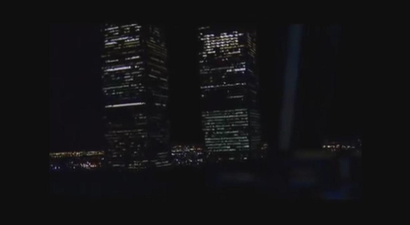 2001 (März) Amerikanische TV-Serie The Lone Gunmen (Der einsame Schütze). In dieser Folge fliegt bei einem Terroranschlag beinahe ein Passagierflugzeug in einen der beiden WTC-Türme.