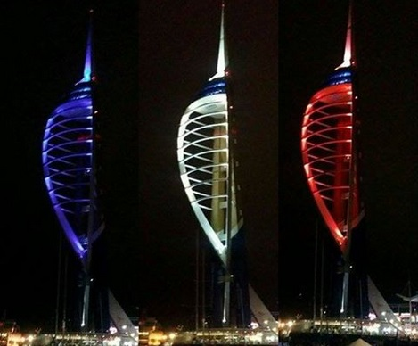Illuminierte Gebäude - Großbritannien, Hampshire, Portsmouth, Spinnaker Tower