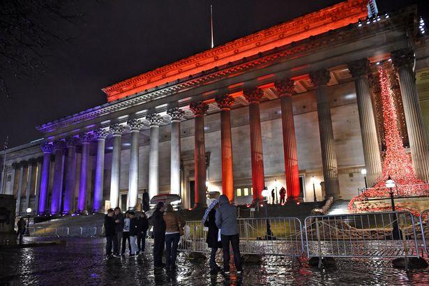 Illuminierte Gebäude - Großbritannien, Liverpool, Gerichtsgebäude St. George's Hall
