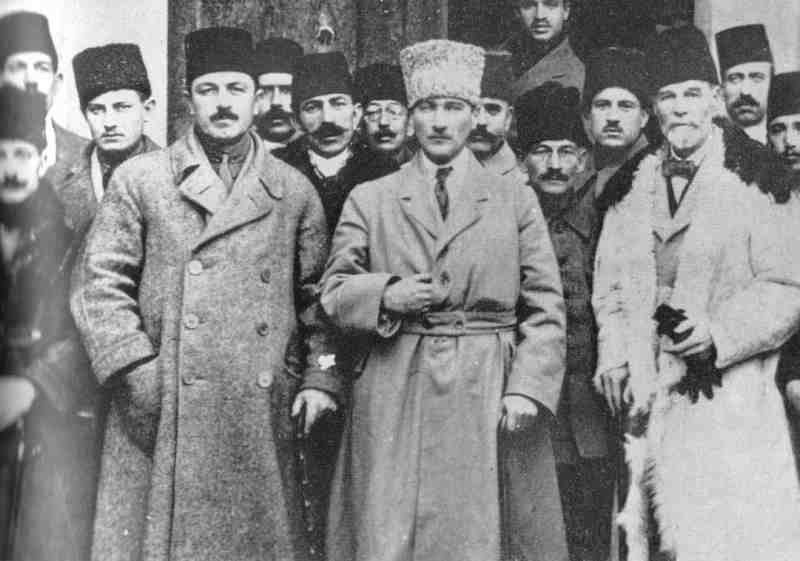 1881-1938 Freimaurer und Jude Mustafa Kemal Atatürk. Staatsgründer der Türkei. Freimaurerloge in Thessaloniki Macedonia Risorta et Veritas No. 80. Gehörte den Dönme an. Eine Untergrundsekte der Sabbatianer (türkische Juden).
