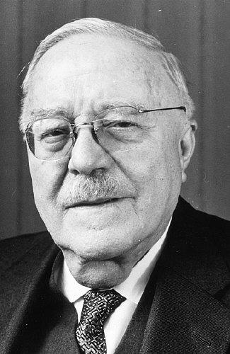 1889-1971 Freimaurer Reinhold Maier. Ministerpräsident Baden-Württembergs von 1945-1953 (von den Besatzern eingesetzt). Half 1933 bei der Machtergreifung Hitlers. Freimaurerloge 1924 in Stuttgart Zu den 3 Cedern, 1946 Furchtlos und Treu.