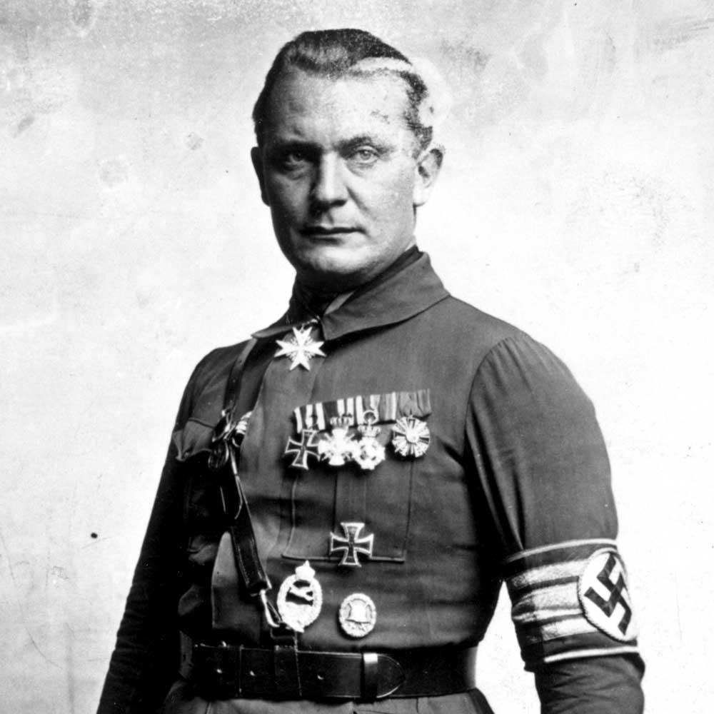 1893-1946 Jude Hermann Göring. Oberbefehlshaber der Luftwaffe und Reichsmarshall. Seine Mutter Franziska hatte 15 Jahre ein Verhältnis mit dem jüdischen Ritter Hermann von Epenstein. Daher auch Görings Vorname.