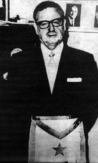1908-1973 Freimaurer Salvador Allende. Chilenischer Präsident. Hier mit Freimaurer-Schürze und Pentagramm