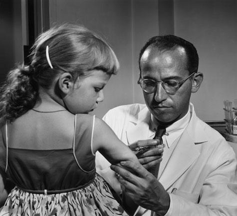 1914-1995 Jude Jonas Salk. Amerikanischer Arzt. Entwickelte den Impfstoff gegen Kinderlähmung (Impfstoffe sollen uns mit Aluminium, Formaldehyd und Quecksilber vergiften).