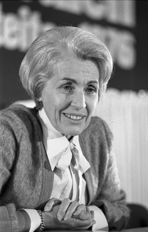 1921 Jüdin Hildegard Hamm-Brücher. Deutsche FDP-Politikerin. Staatsministerin im Auswärtigen Amt. Kandidierte 1994 für das Bundespräsidentenamt