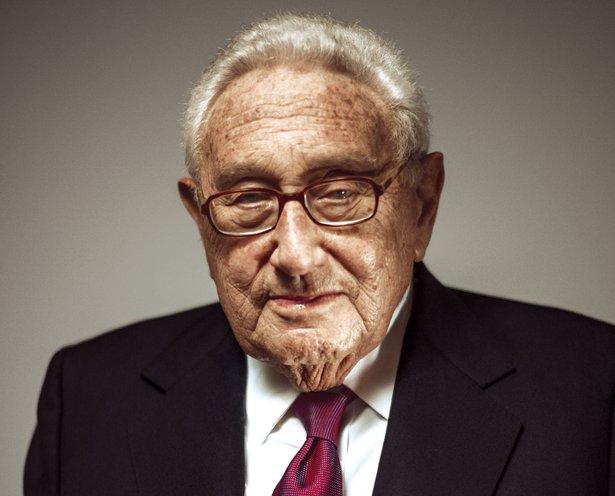 1923 Freimaurer und Jude Avraham Ben Elazar (Tarnname Henry Kissinger). Direktor des Council on Foreign Relations, Sicherheitsberater, Außenminister, Friedensnobelpreisträger (1973) und Bilderberger. Einer der größten Kriegsverbrecher des 20. Jahrhunderts.