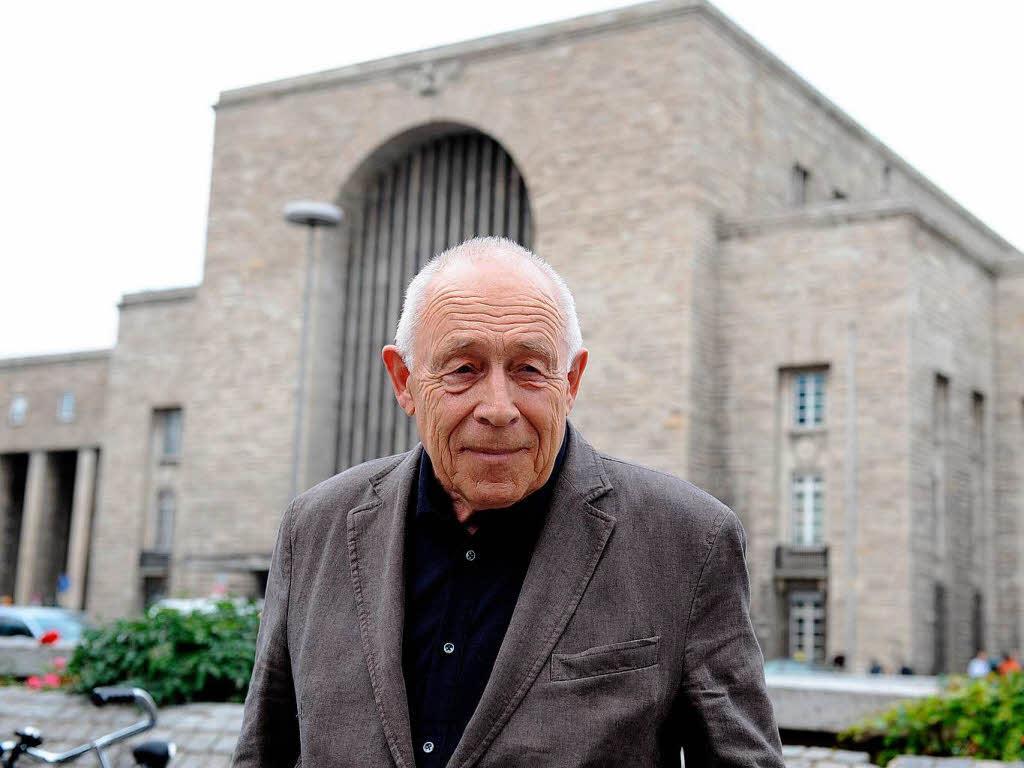 1930 Jesuit Heiner Geißler. Politiker, Gesundheitsminister und CDU-Generalsekretär. Schlichter beim Runden Tisch Stuttgart 21. Jesuiten sind auf Gehorsam bis in den Tod dressiert. Der sogenannte Kadavergehorsam.