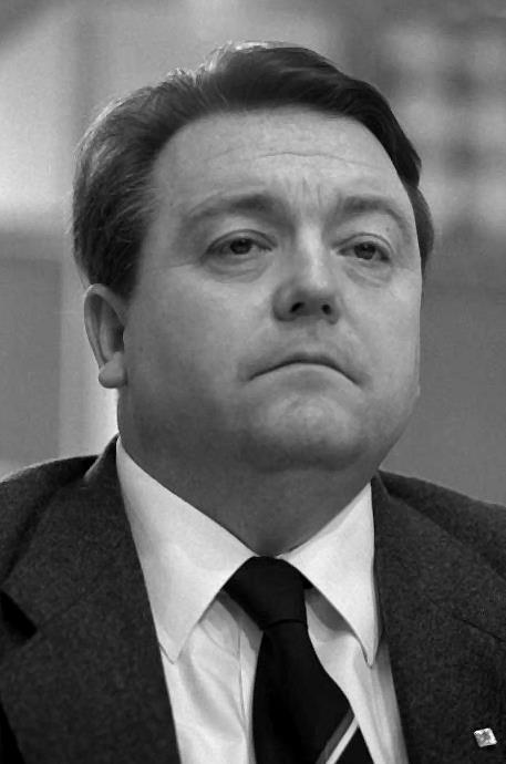 1931-2006 Freimaurer Holger Börner. SPD-Politiker und zehn Jahre lang hessischer Ministerpräsident. War in den Kassler Logen Durch Licht zum Frieden und Zur Freundschaft und Goethe zur Bruderliebe.