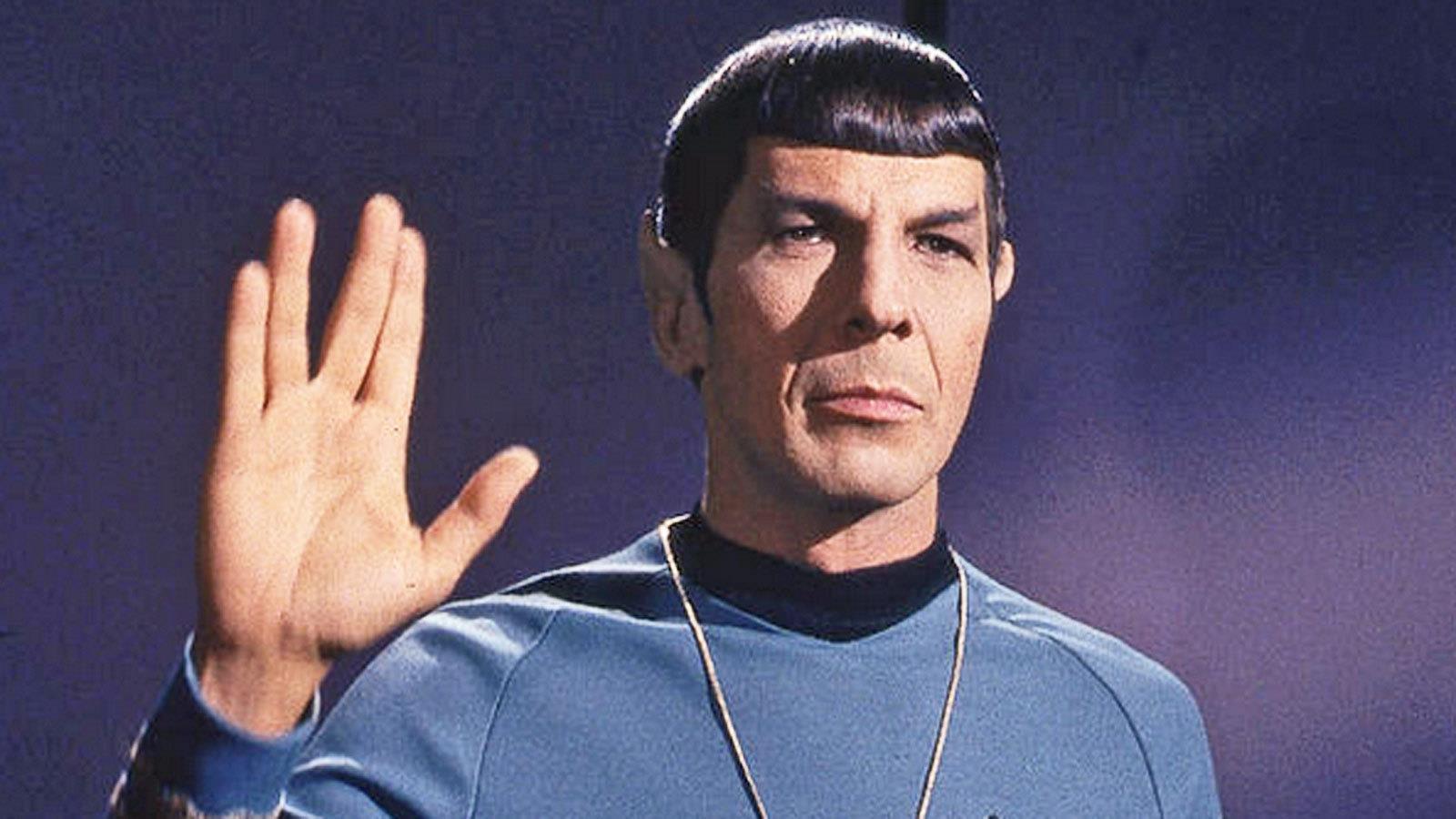 1931-2015 Jesuit und Jude Leonard Nimoy. Schauspieler. In Star Trek spielte er Mr. Spock. Das Handzeichen ist ein rituelles Rabbizeichen.