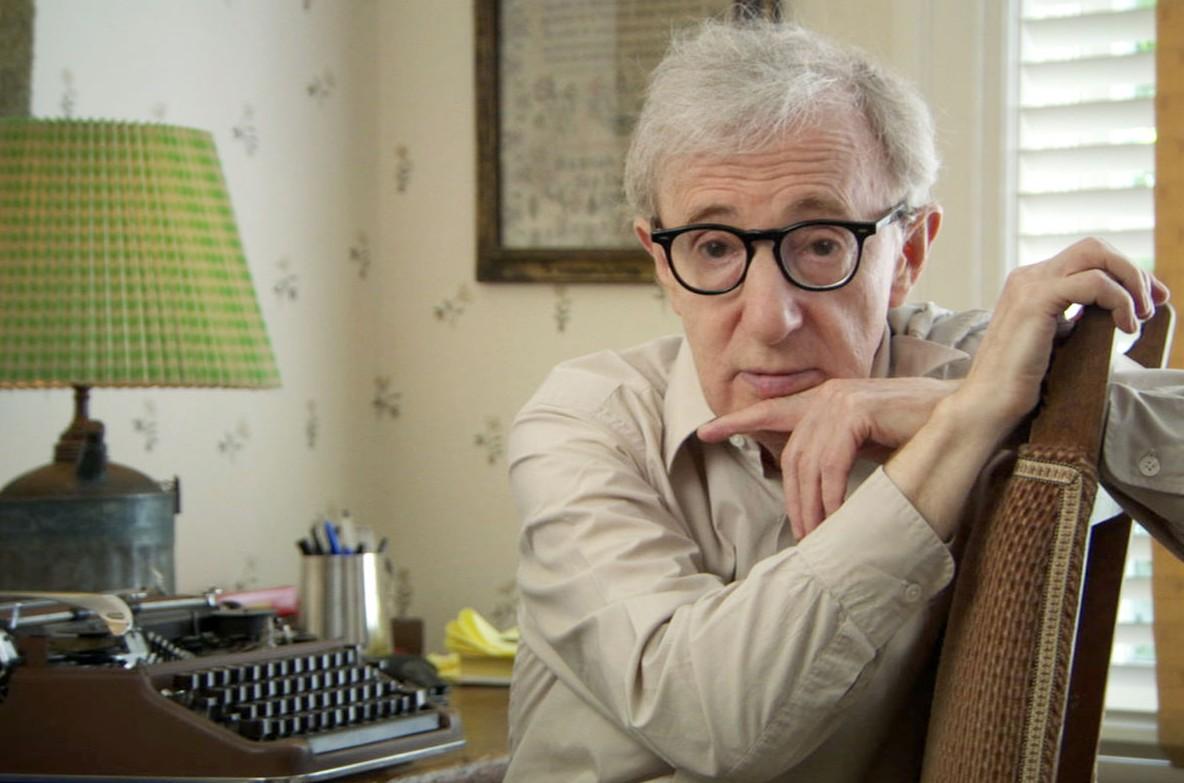 1935 Jude Allan Stewart Konigsberg (Tarnname Woody Allen). Amerikanischer Filmschaffender. Mehrfachvergewaltiger seiner siebenjährigen Tochter Dylan Farrow.