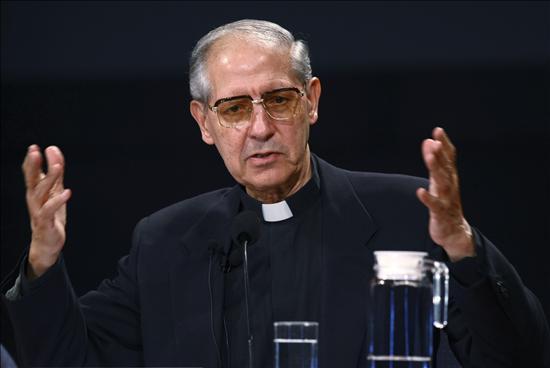 1936 Jesuit Adolfo Nicolas. Seit 2008 General (also oberster Chef) der Jesuiten. Seinen Namen könnte man folgendermaßen übersetzen Adolf siegt über die Menschen.