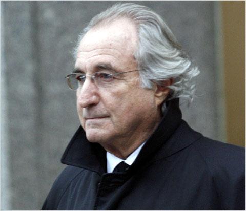 1938 Jude Bernie Madoff. Amerikanischer Börsenmakler. Betrog seine Anleger um 50 Milliarden Euro.