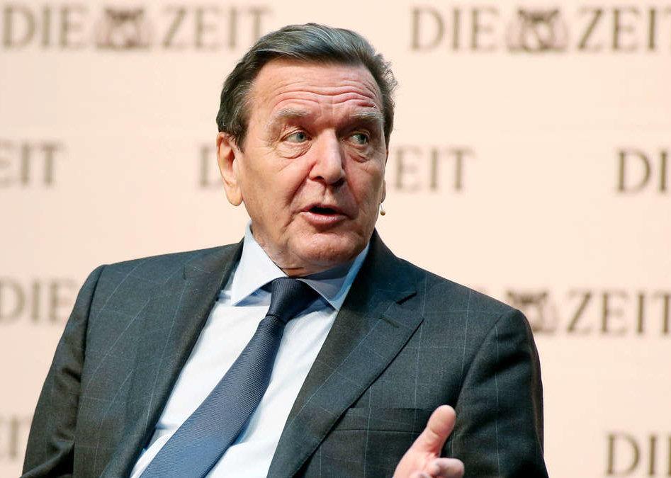 1944 Freimaurer Gerhard Schröder. Bundeskanzler und SPD-Politiker. Erreichte den 33. Grad.