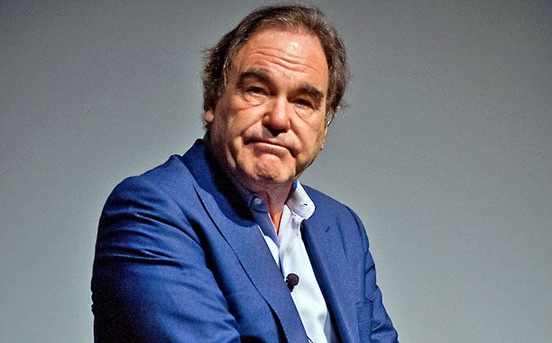 1946 Jude Oliver Stone. Amerikanischer Filmschaffender. Conan der Barbar, Platoon, Wall Street, Talk Radio, Blue Steel, Geboren am 4. Juli, The Doors, John F. Kennedy, Natural Born Killers, Nixon, Larry Flint, Alexander, Evita, World Trade Center, Savages.
