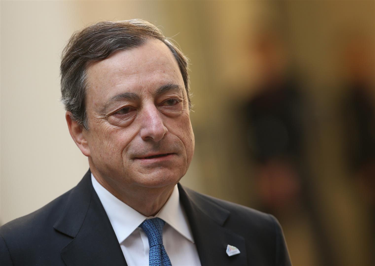 1947 Jesuit Mario Draghi. EZB-Präsident. Er besuchte das von Jesuiten geführte Istituto Massimo, eine katholische Privatschule in Rom. Goldman Sachs Vizepräsident. Vorstand bei der Bank für internationalen Zahlungsausgleich (BIZ).