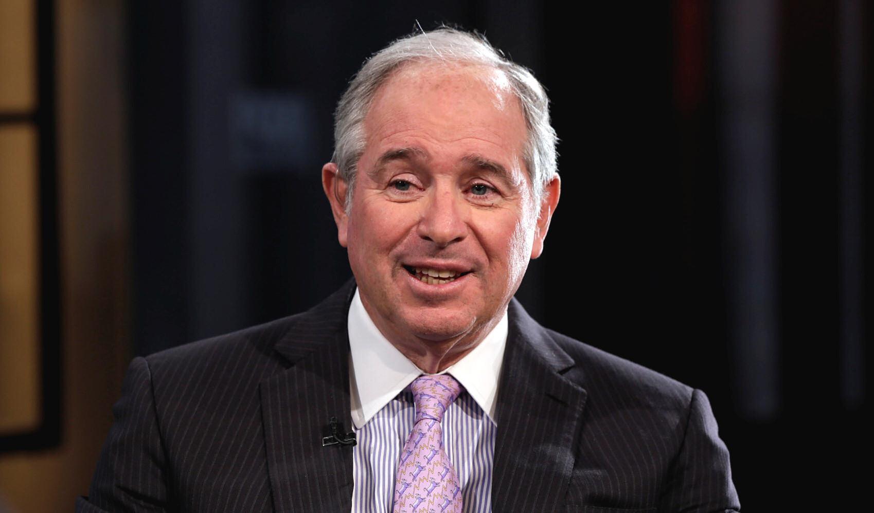 1947 Jude Stephen Schwarzman. Banker. Chef der weltgrößten Investmentgesellschaft Blackstone Group. Die Firma ist größer als Deutsche Bank, Goldman Sachs und JPMorgan zusammen. Schwarzman bekam im Jahr 2015 ein Gehalt von schätzungsweise 1.000.000.000 Dollar.