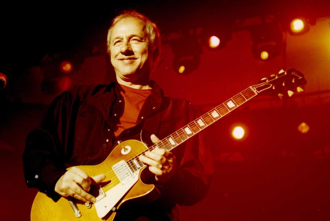 1949 Jude Mark Knopfler. Britischer Musiker. Sänger und Gitarrist der Band Dire Straits. Money for Nothing, Walk of Life, Brothers in Arms, Telegraph Road.