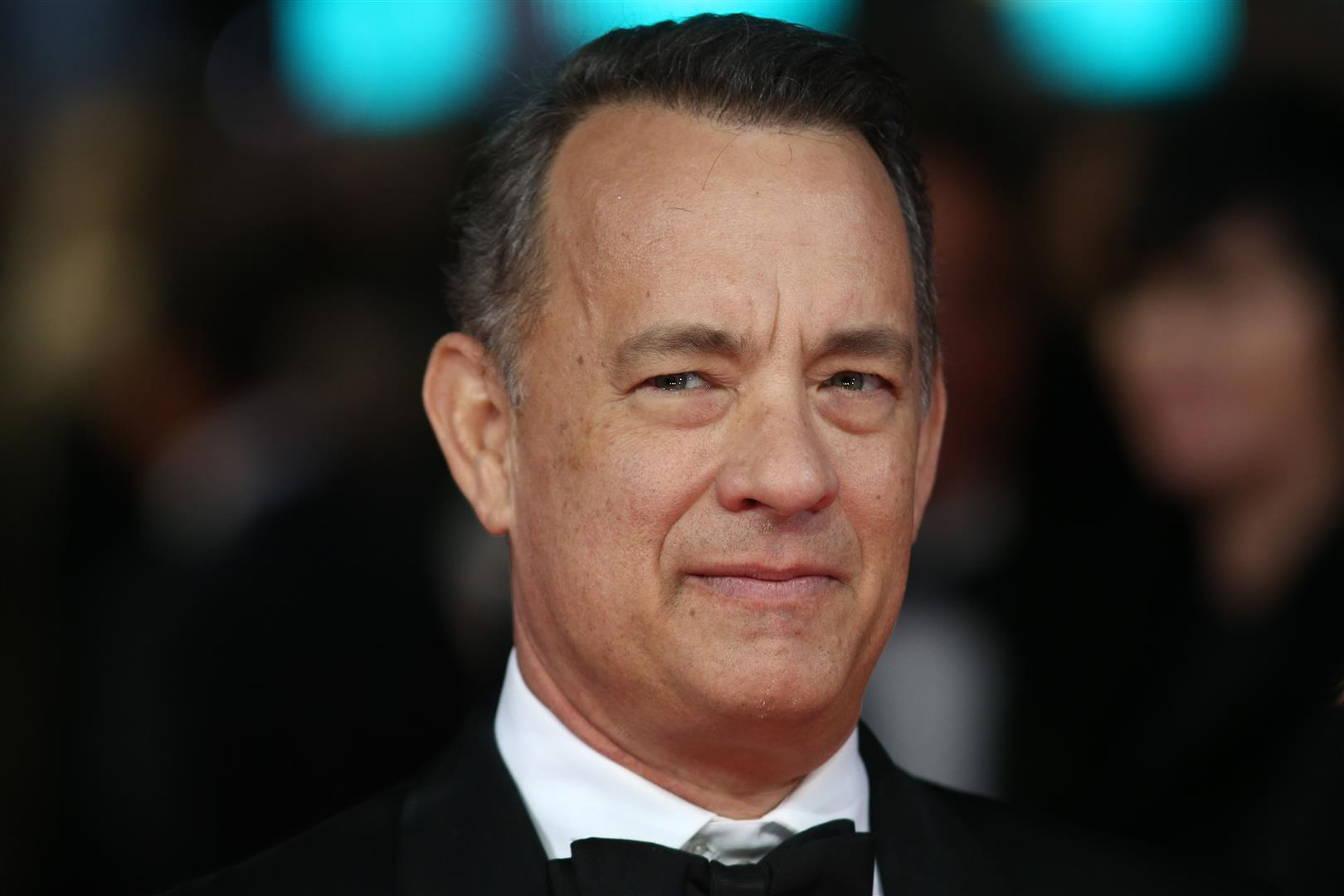 1956 Freimaurer Tom Hanks. Amerikanischer Schauspieler. Filmauswahl: Splash, Scott & Huutsch, Schlaflos in Seattle, Philadelphia, Forrest Gump, Apollo 13, Toy Story (Stimme), Der Soldat James Ryan, The Green Mile, Cast Away, My Big Fat Greek Wedding, Catch Me If You Can, Terminal, Cars (Stimme), Der Da Vinci Code - Sakrileg, Illuminati und Cloud Atlas