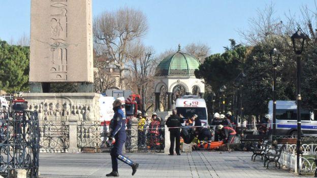 Bombenanschlag auf eine deutsche Reisegruppe in Istanbul.