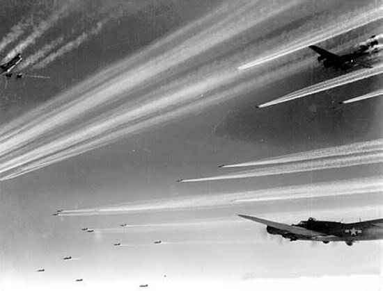 Chemtrails von B17-Bombern (Flying Fortress)